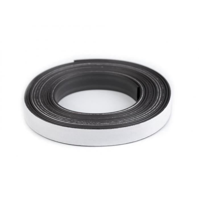 Samolepící magnetická páska